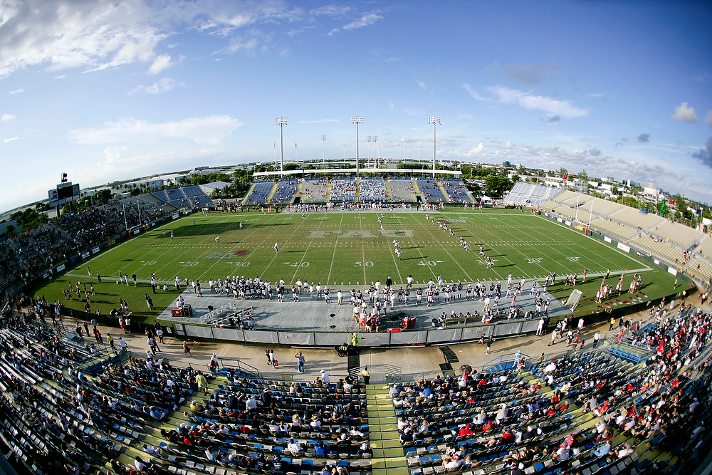 26 September 2009: Lockhart Stadium. The Lousiana Monroe Warhawks defeated Florida Atlantic Owls 27 -25 at Lockhart Stadium in The Sun Belt Conference opener for both schools.
